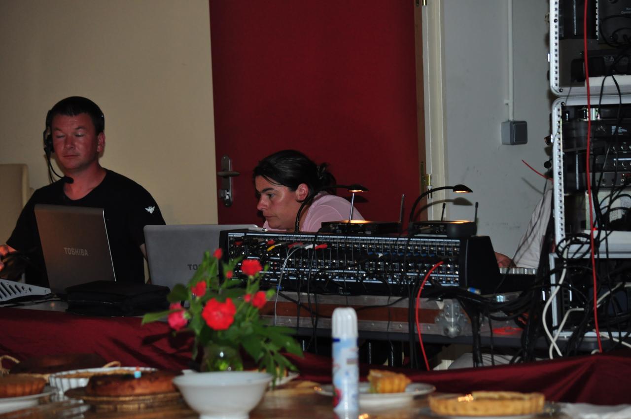 Christelle en plein travail à la régie son
