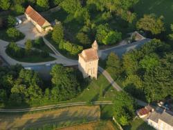 Vue aérienne du Donjon de PAUDY